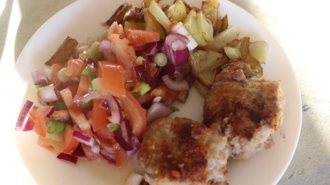 Krebinetter med kartofler og tomatsalat